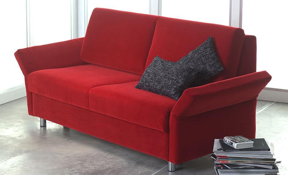 Rote Couch als Hotelmobiliar