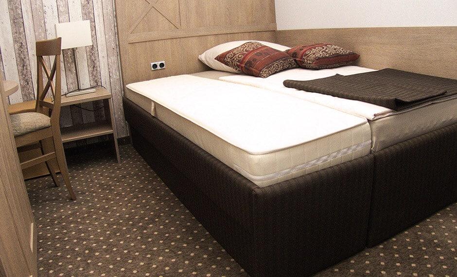 praktisches Ausziehbett vom Hoteleinrichter