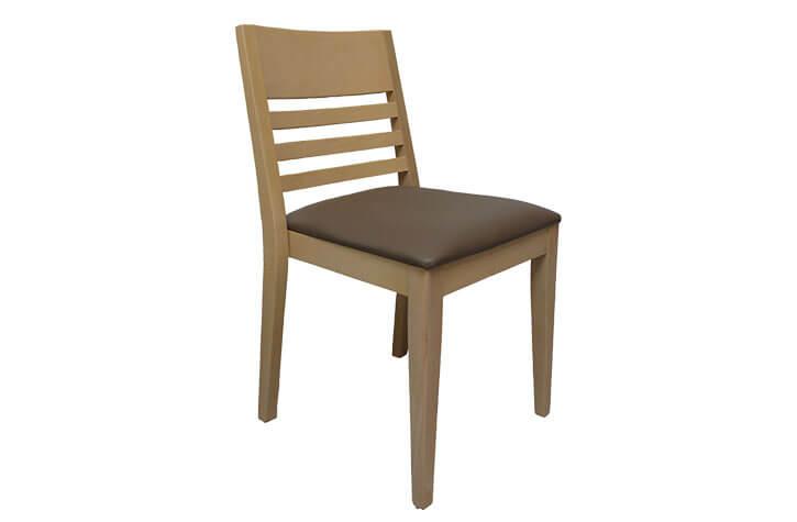 klassischer Stuhl mit Polster für die Hotelzimmereinrichtung