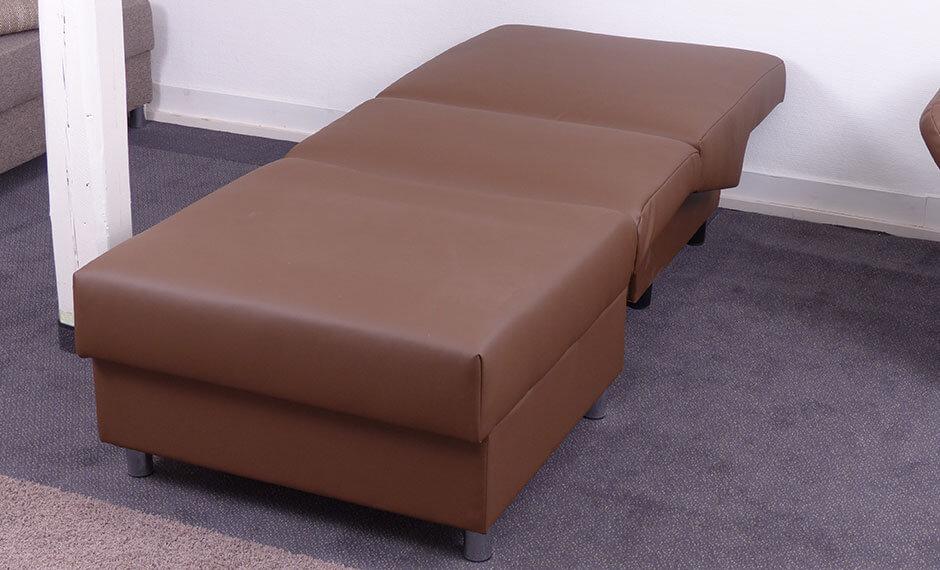 ausgezogener Schlafsessel für die Hotelzimmereinrichtung mit Lederbezug