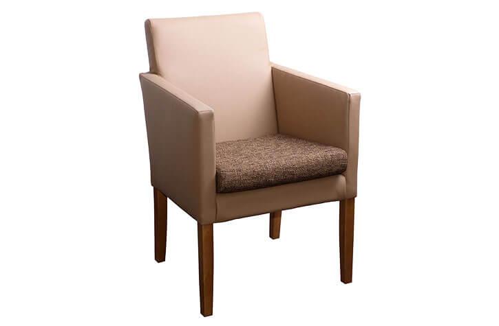 Heller Sessel: Hotelmöbel im strapazierfähiger Polsterung
