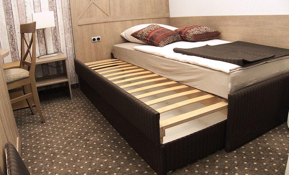 Hotel-Ausziehbett mit Lattenrost