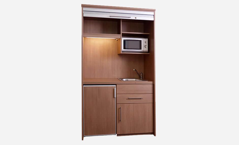 Kitchenette mit Mikrowelle für die Hotelzimmereinrichtung