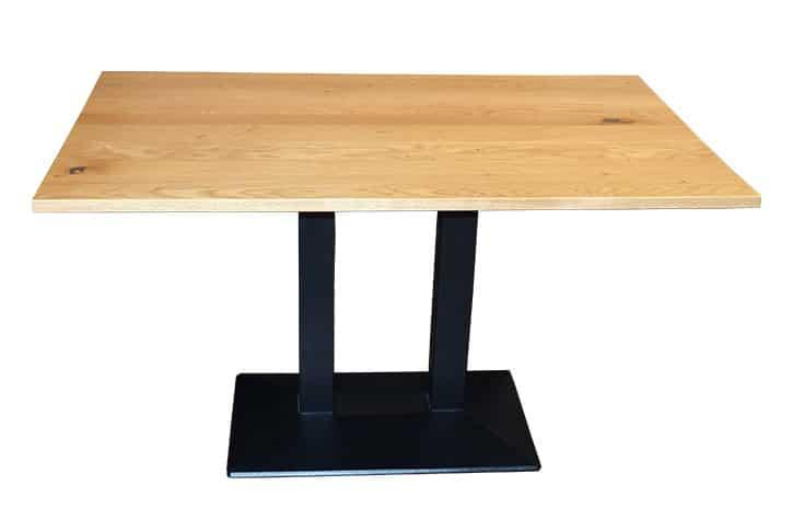 Hotelmobiliar Tisch mit Naturholz-Platte