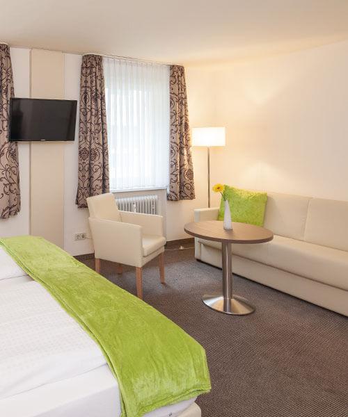 Weiss und grün bringt Frische in die Hoteleinrichtung