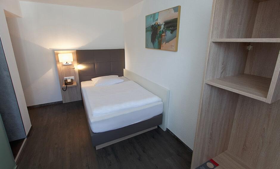 Einzel-Hotelzimmereinrichtung