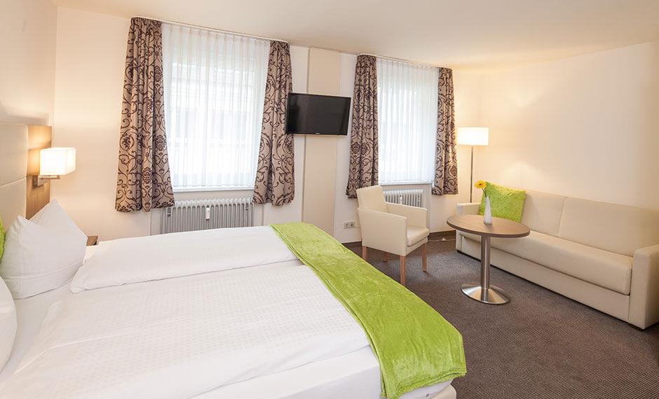 geräumiges Hotelzimmer mit dem Hotelmöbel City Panello ausgestattet