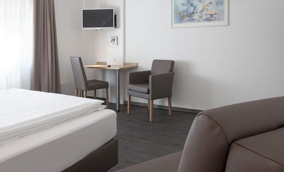 Sitzgelegenheit im Hotelzimmer vom Kompletteinrichter