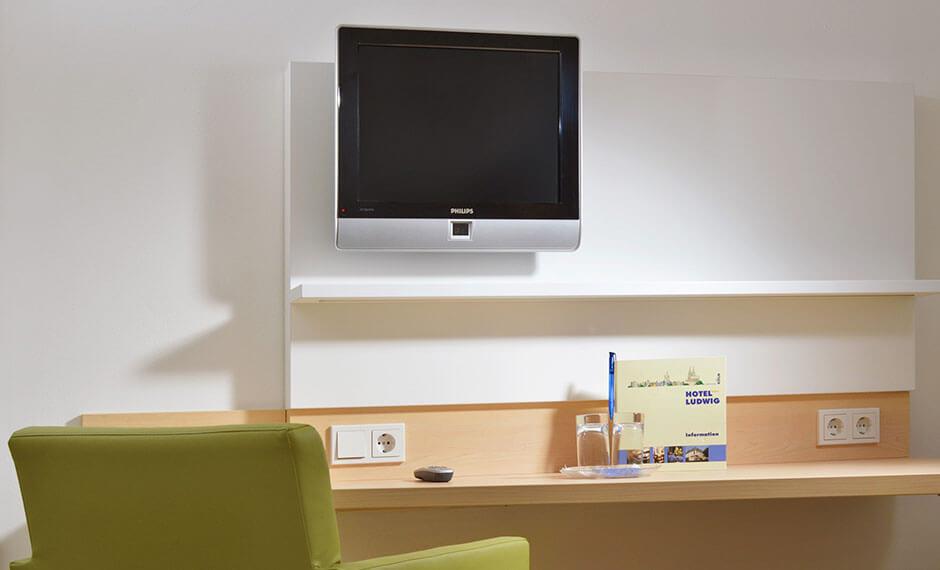 Hotelmöbel mit Media-Integration in der Hotelzimmereinrichtung