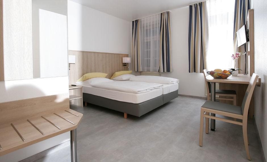 individuell eingepasstes Hotelzimmermobiliar City