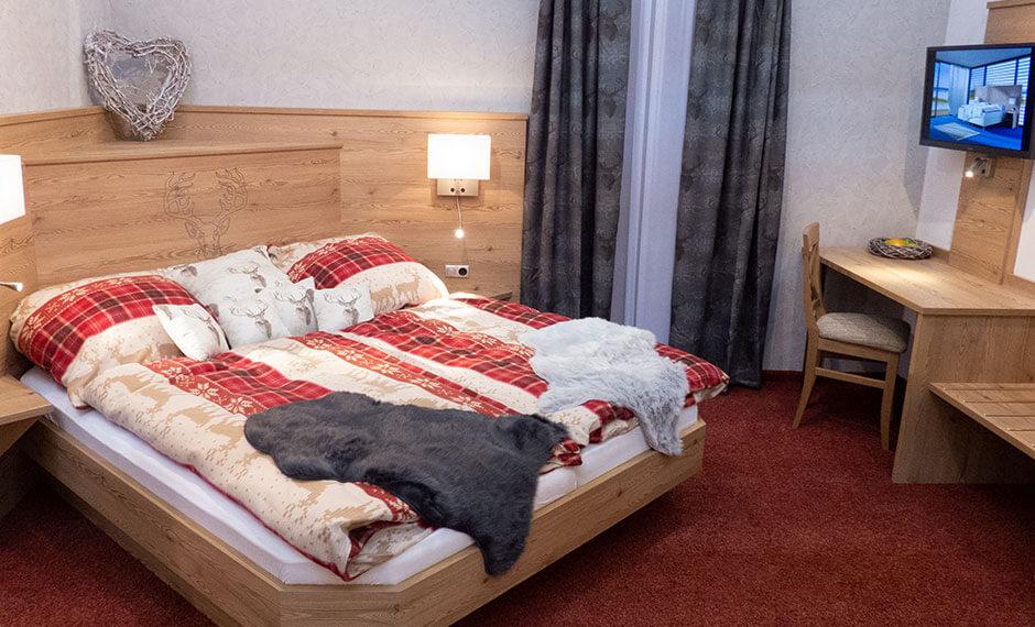 Hotelzimmereinrichtungen im Landhaus-Stil mit passenden Accessoires