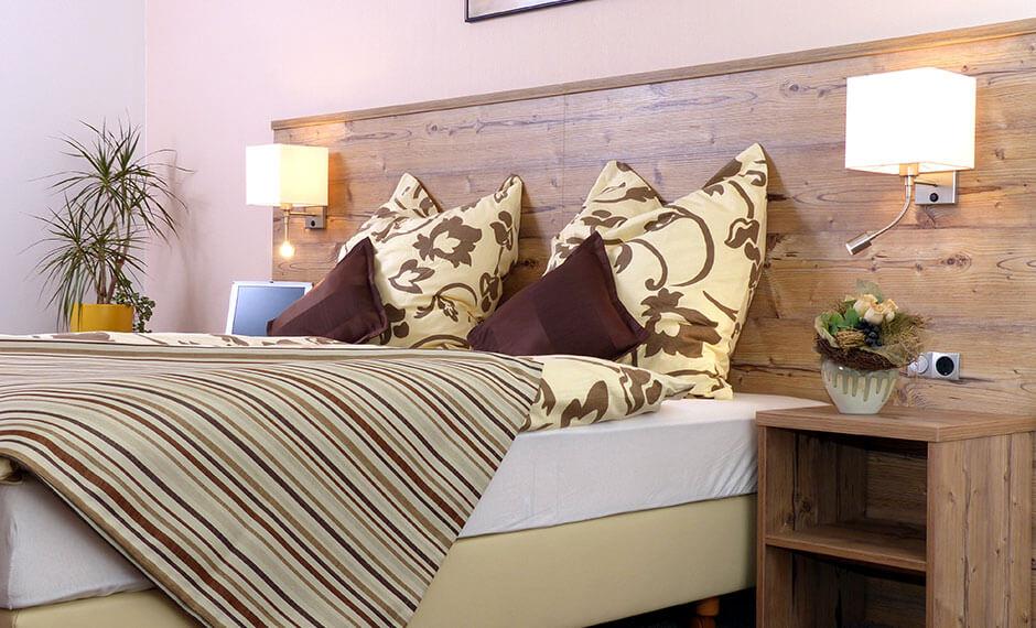 Boxspringbett als Möbel fürs Hotelzimmer